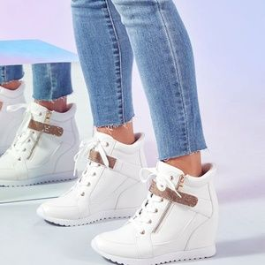 NIB Anissa White Wedge Sneaker